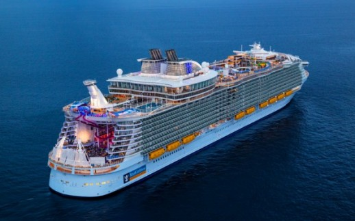 "Symphony of the Seas je kružni brod Oasis klase koji je u vlasništvu i pod upravom "" Royal Caribbean International"
